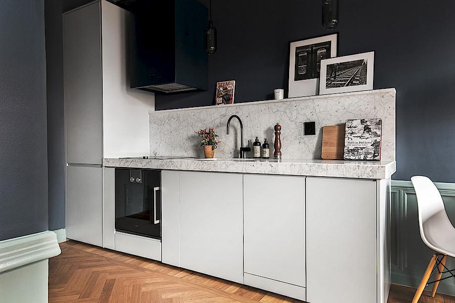 väggfärg grå kök marmor