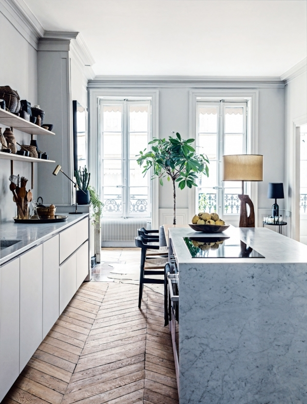 moulding galley-kitchen-photo-felix-forest